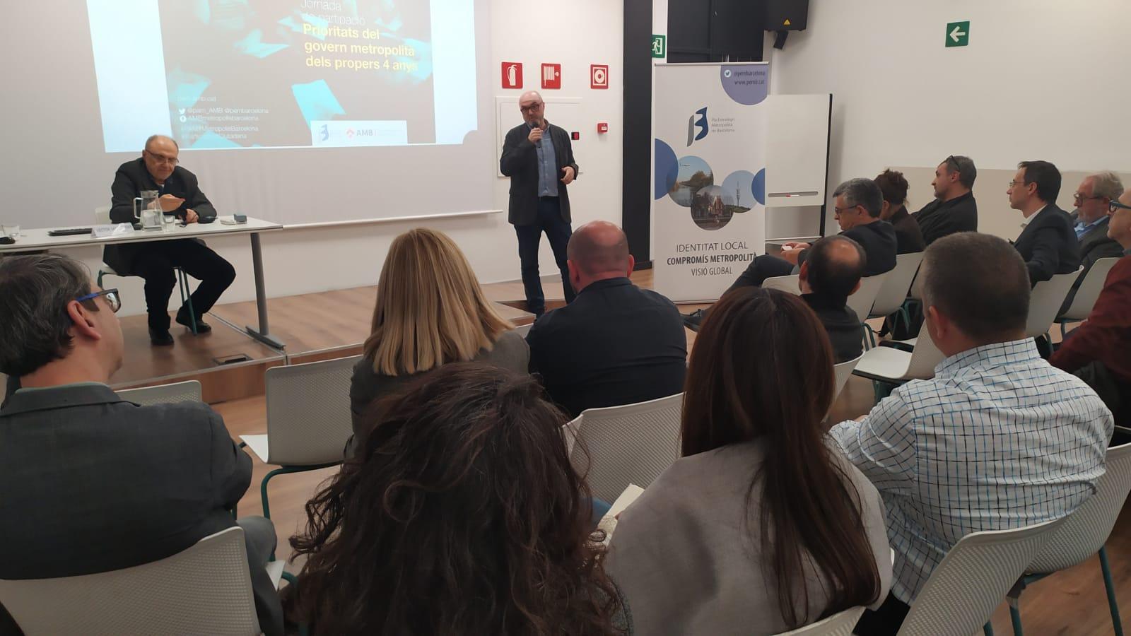 El coordinador general de PEMB, Oriol Estela Barnet, durant la primera activitat de l'associació en la nova ubicació