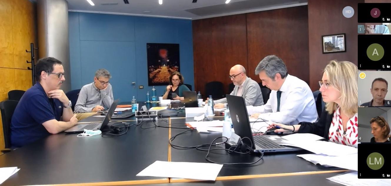Imagen de la reunión semipresencial del Consejo Rector