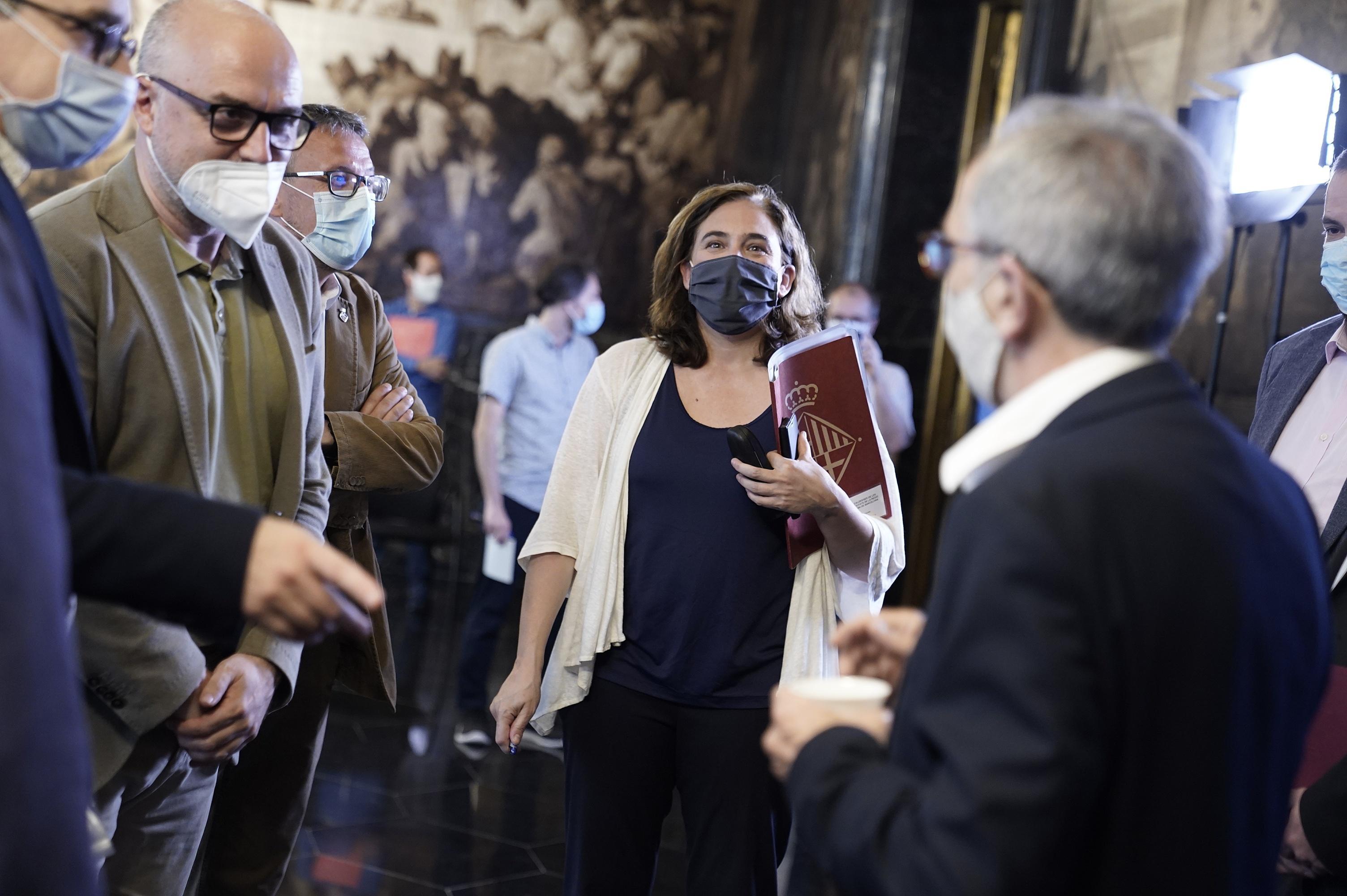 Trobada amb els alcades de l'RMB abans de la roda de premsa a l'Ajuntament de Barcelona