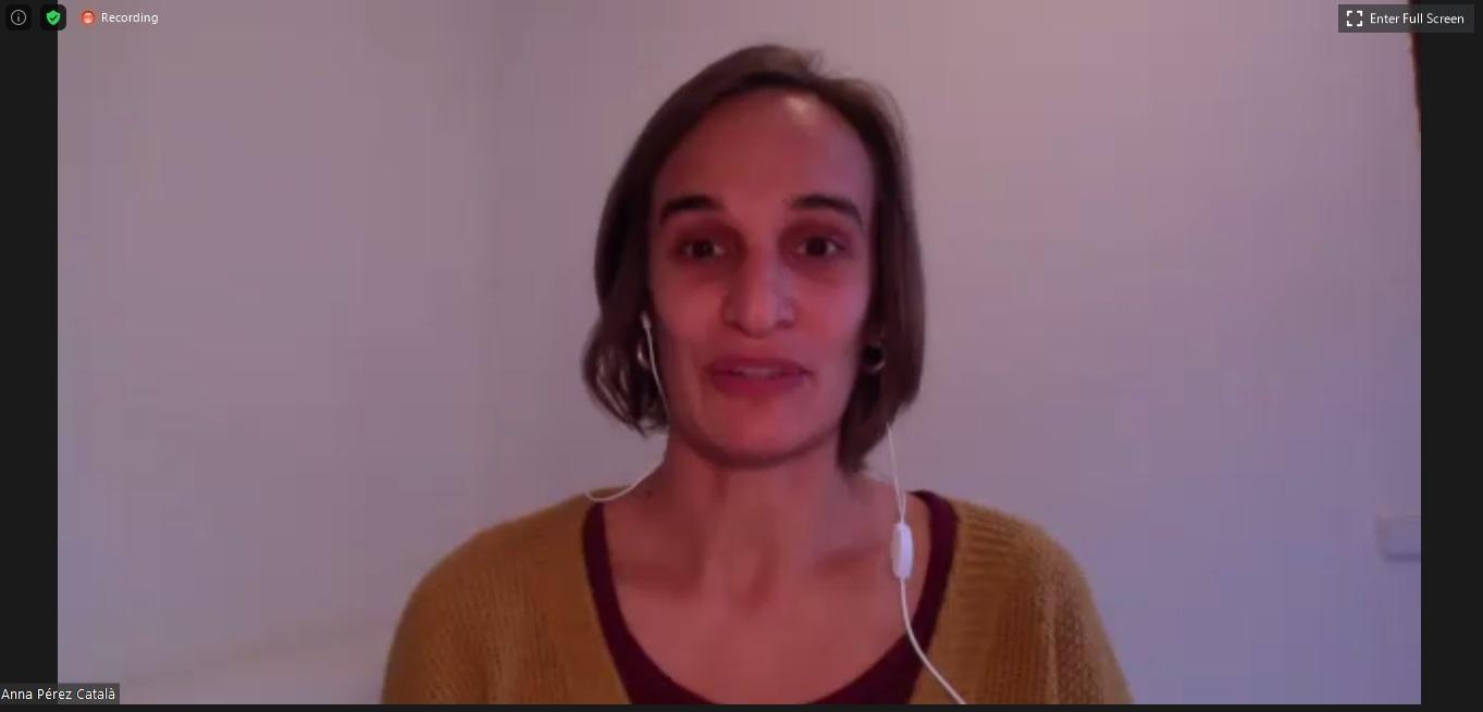 L'ambientòloga Anna Pérez Català durant la seva presentació