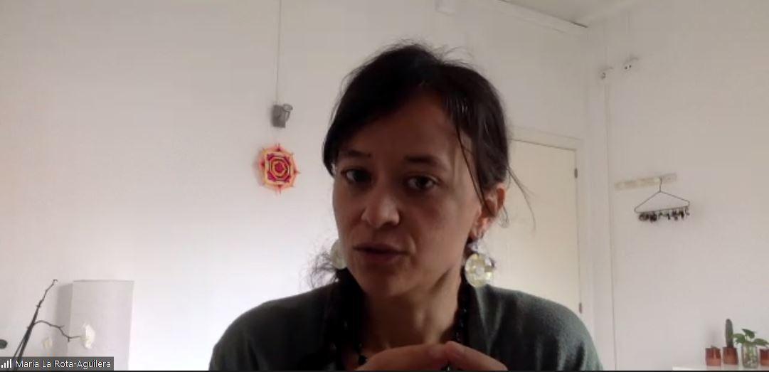 La guanyadora de la beca, María José LaRota-Aguilera, durant la presentació