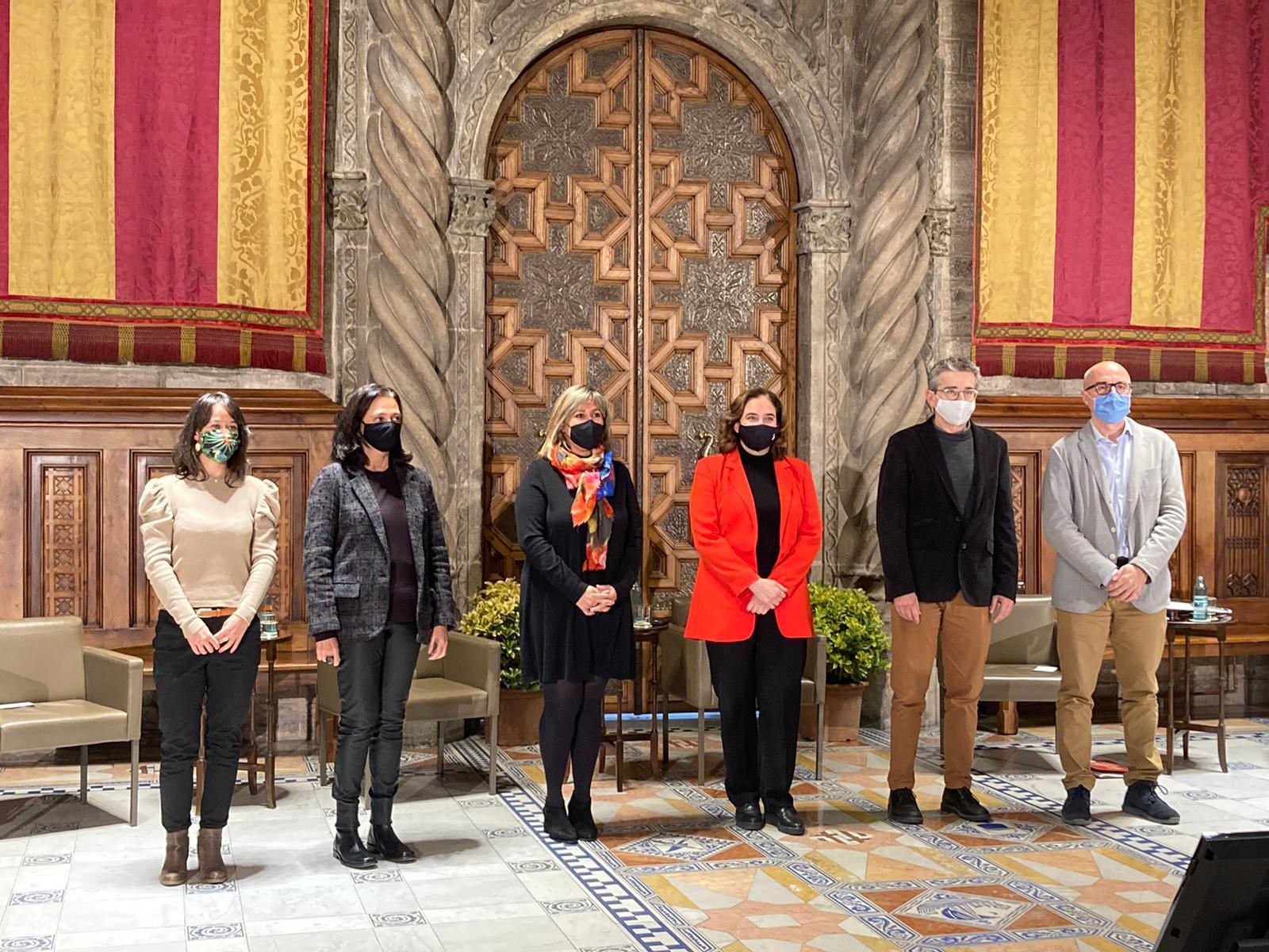 Foto de família a l'Ajuntament de Barcelona