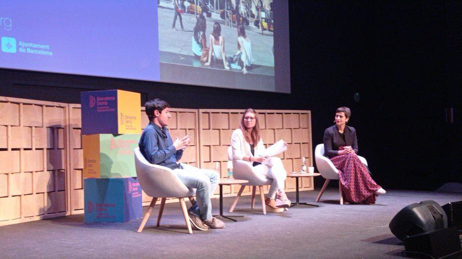 Pau Vila, Laura Casserres i Elena Álvarez durant el debat