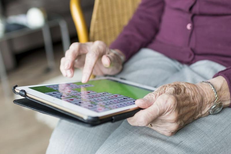 tecnología y gente mayor